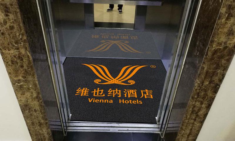 维也纳酒店电梯垫实景图1.jpg